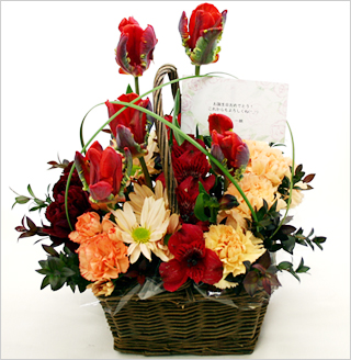 メッセージカードをつけた花の写真