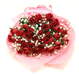 赤バラにはやっぱりかすみ草が似合います
