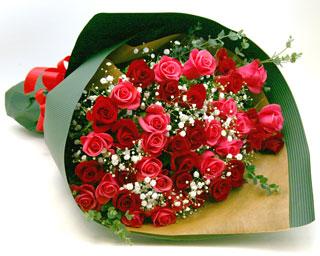◆バラ(薔薇)の花束◆レッド・ピンクMIX50本 かすみ草付き