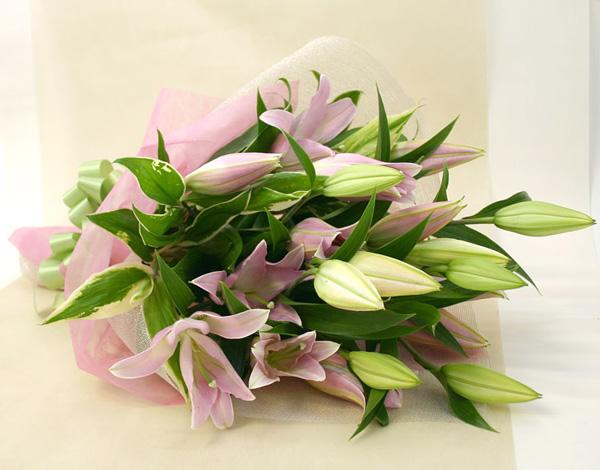 米寿祝いの花 *ユリの花束*