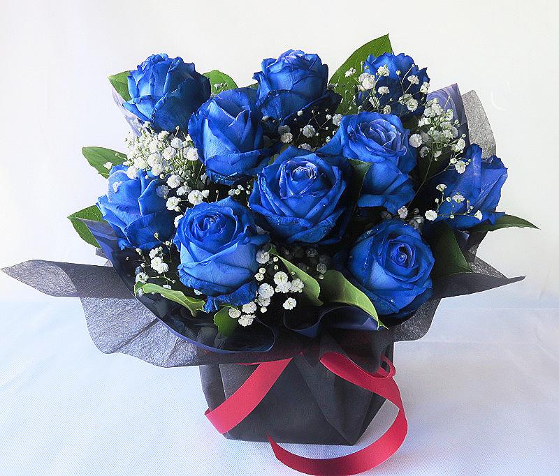 青いバラのアレンジメント