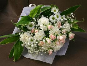 可愛らしくやさしい雰囲気の花束です